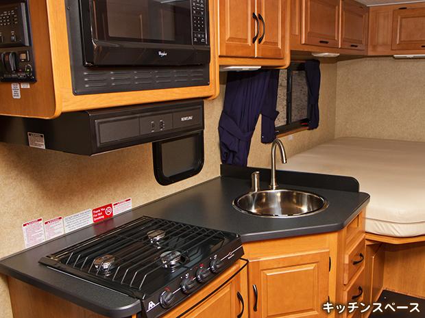 スタンダード モーターホーム C-25 のキッチンスペース