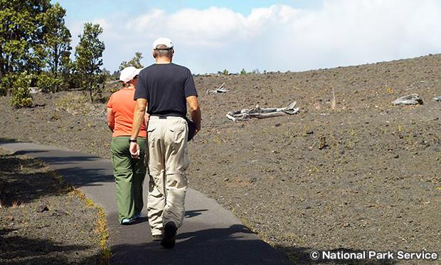 デバステーション・トレイル 火山地帯の荒野を歩く